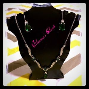 🆕🎉HP🎉New Arrival Silver Jewerly Green Stone Set